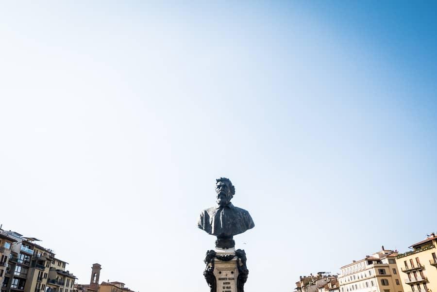 Ponte vecchio florence benvenuto cellini bust