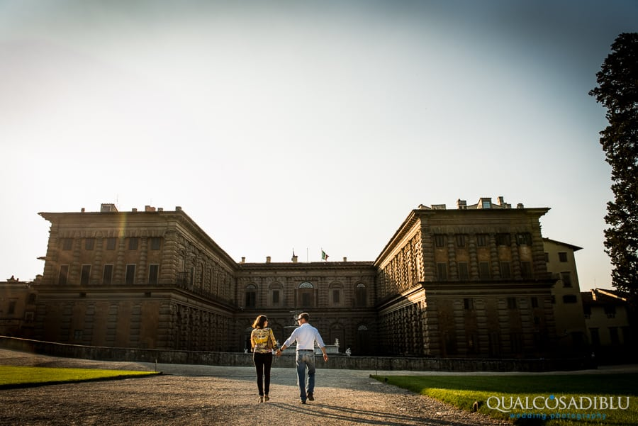 engagement photo boboli garden florence palazzo pitti
