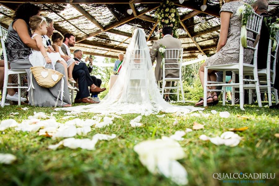 ceremony flowers bride veil