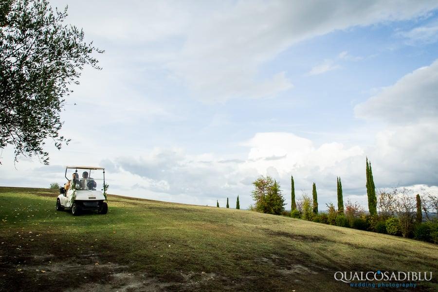 bride and groom in the golf car together borgo della meliana
