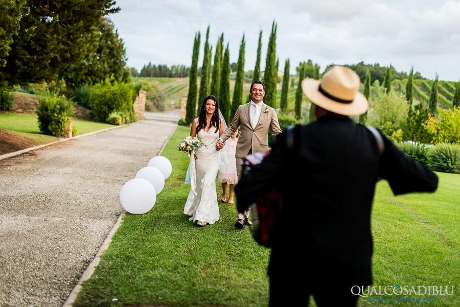 bride and groom at borgo della meliana accordion