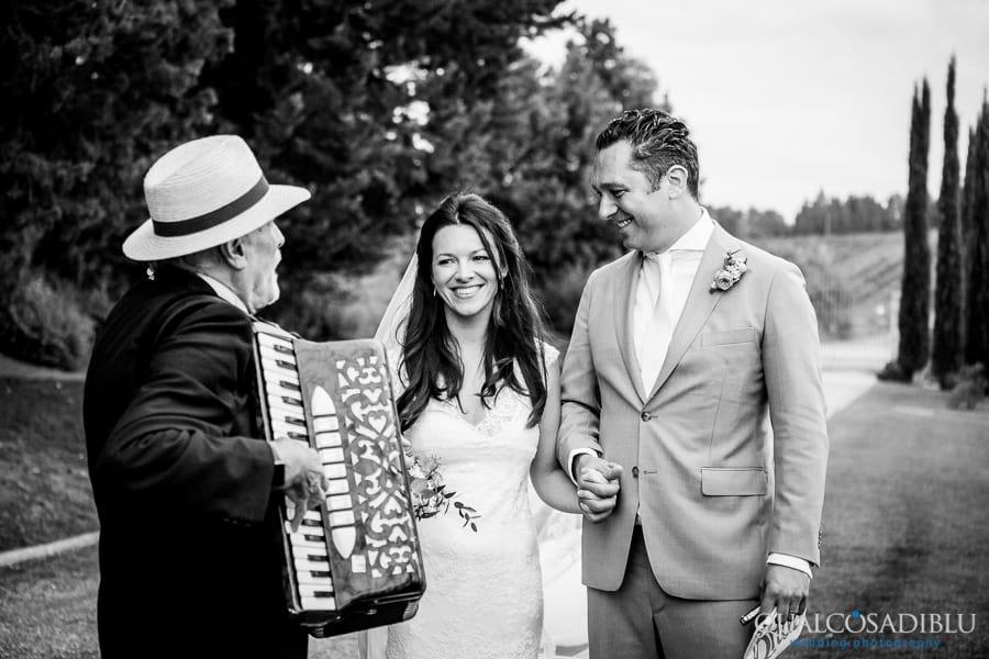 bride and groom borgo della meliana accordion black and white