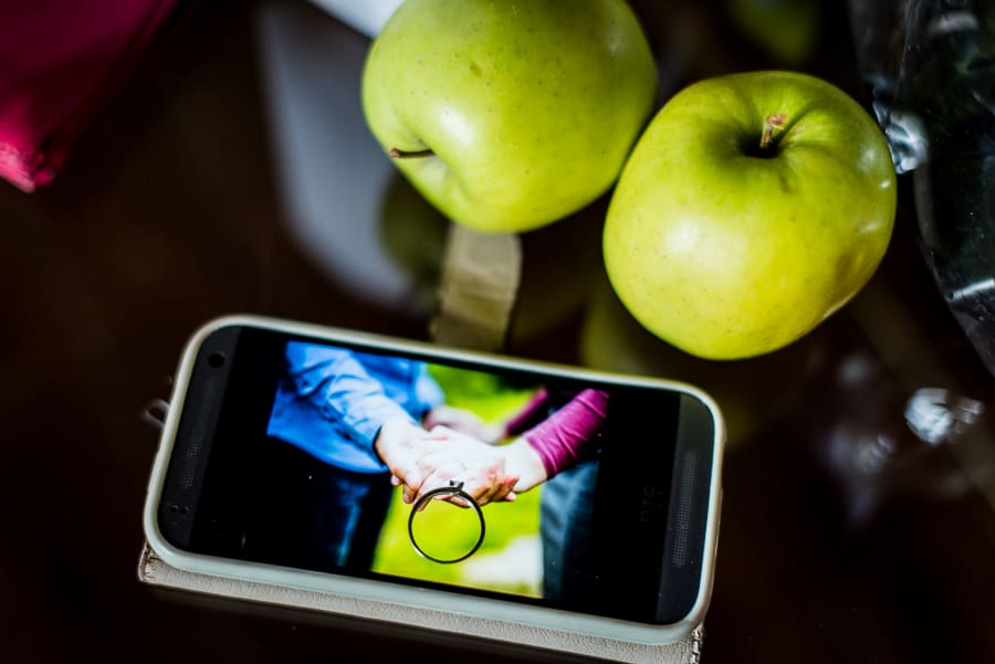 engagement ring green apples display smartphone