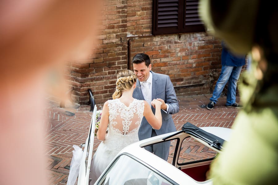 bride groom smiling fiat 500