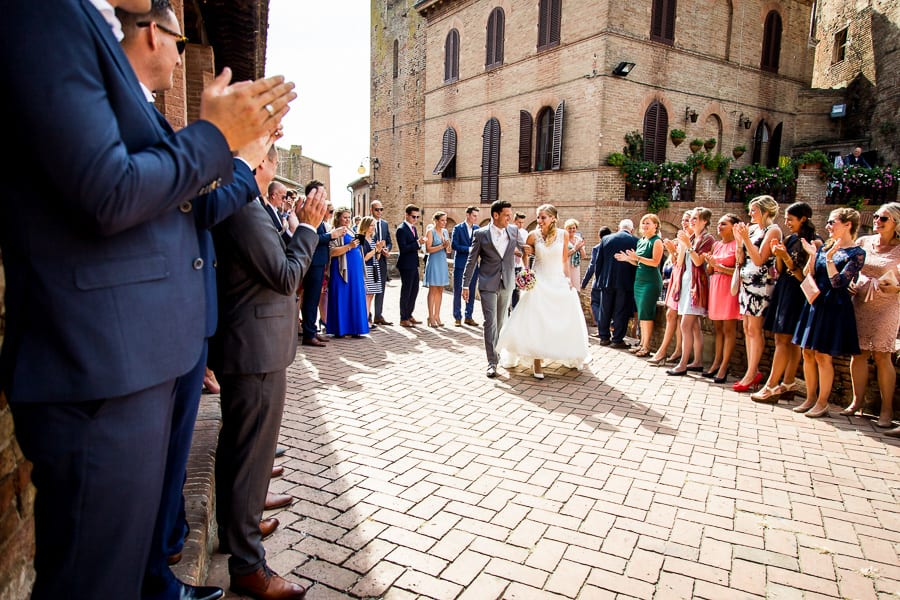 bride groom walking together with guests certaldo
