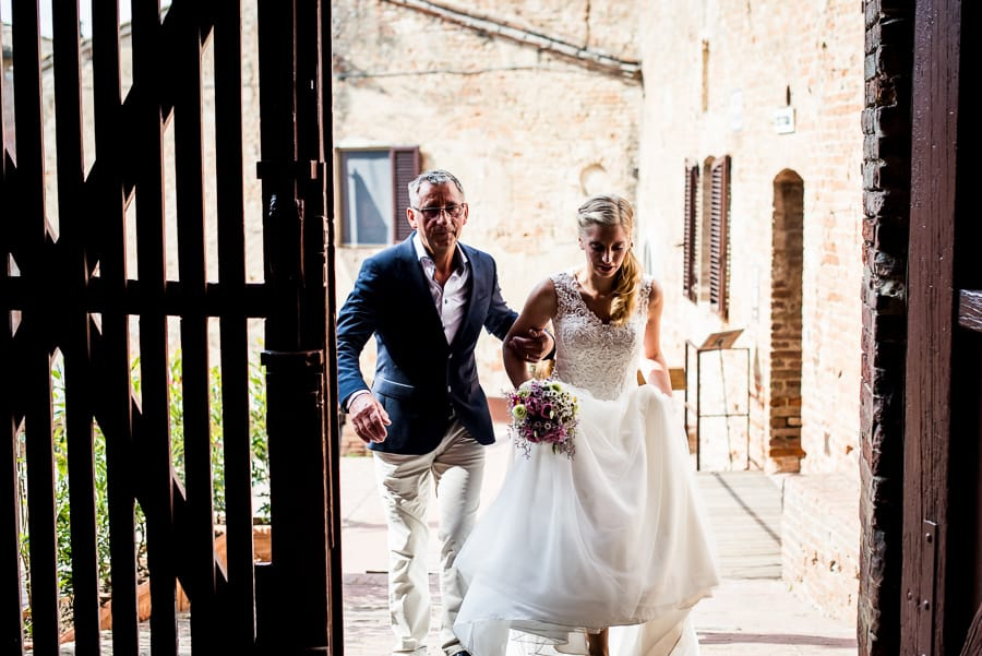bride enter with father certaldo palazzo pretorio