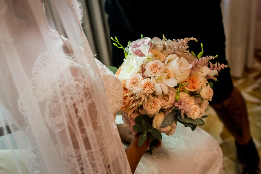 bouquet bride detail