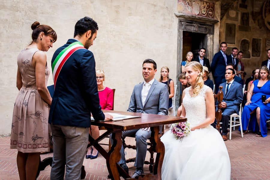 bride groom ceremony palazzo pretorio certaldo