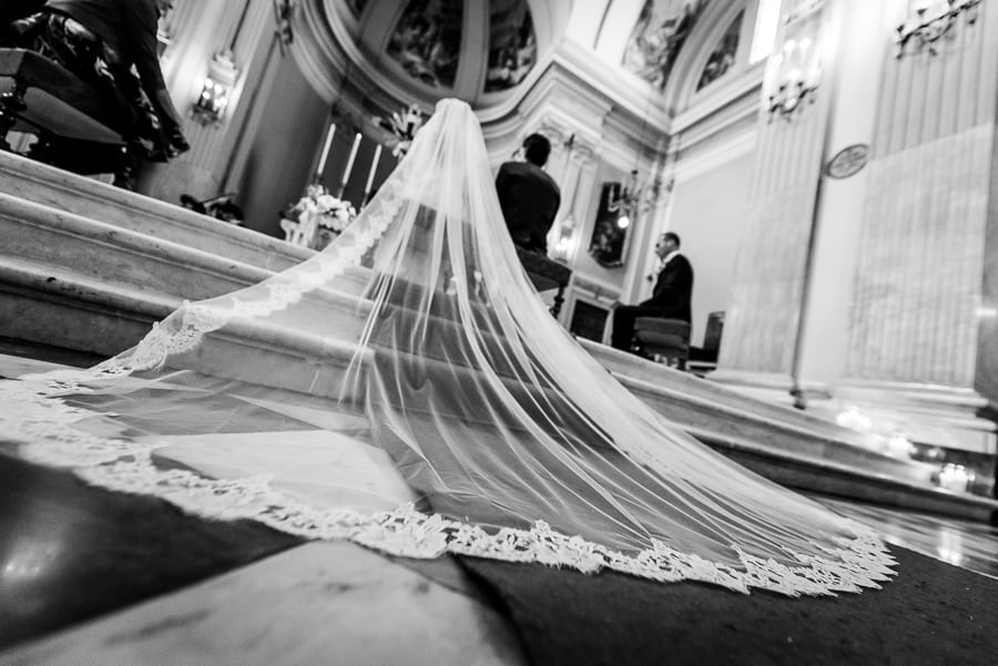 bride veil church wedding