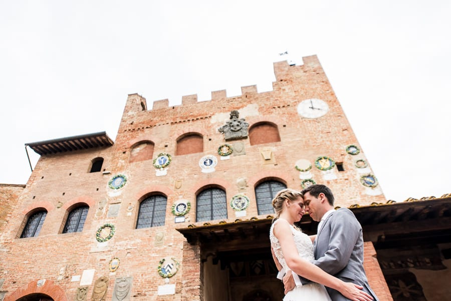 romantic wedding couple palazzo pretorio certaldo