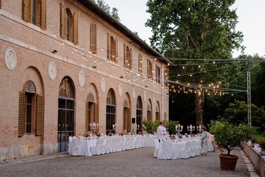 tenuta bichi borghesi wedding tables