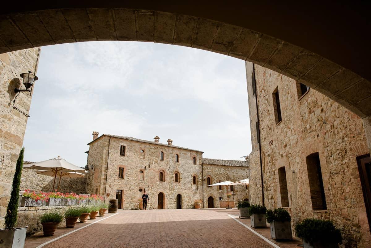 castelmonastero courtyard
