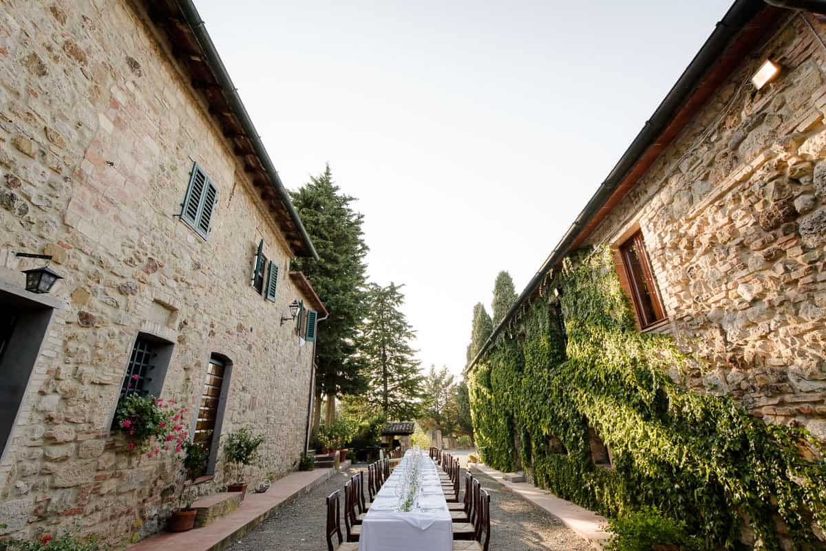 Fattoria di Larniano courtyard with wedding table