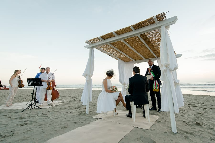 augustus beach bambaissa wedding ceremony on the beach