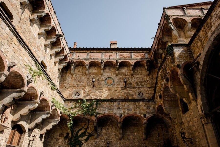 vincigliata castle courtyard