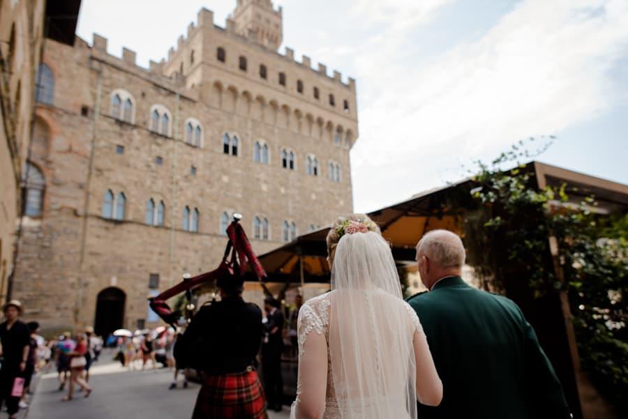 Bride walking to palazzo vecchio for ceremony