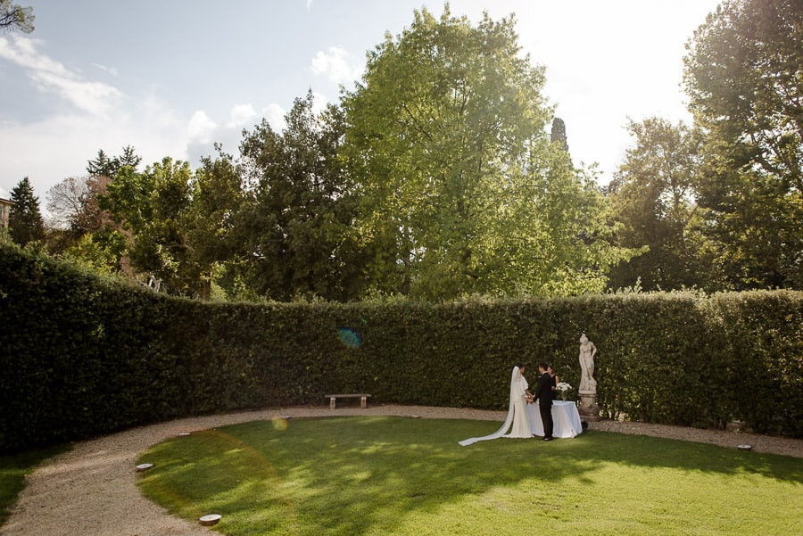 wedding in the garden of villa cora florence