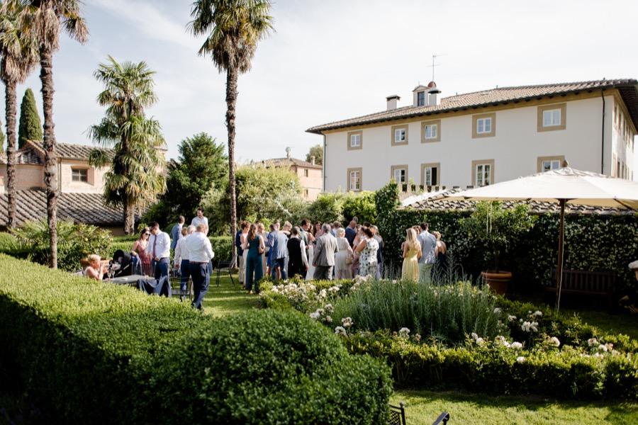 wedding ceremony at Tenuta di Pratello Country Resort cocktail time
