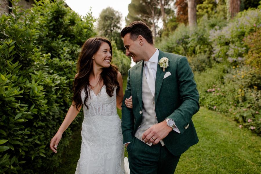 smiling wedding couple at Tenuta di Pratello Country Resort