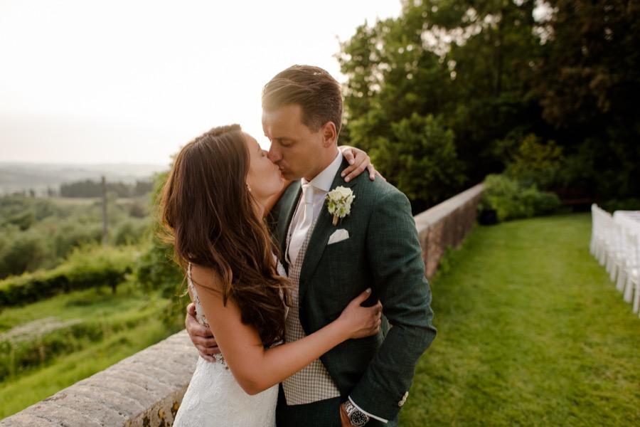 a beautiful wedding couple kissing at Tenuta di Pratello Country Resort