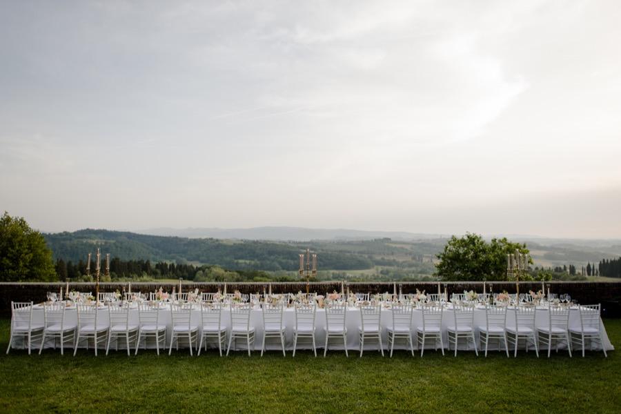 wedding dinner table at Tenuta di Pratello Country Resort