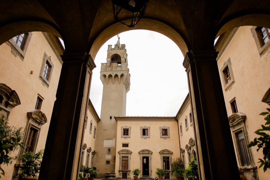 montegufoni castle courtyard