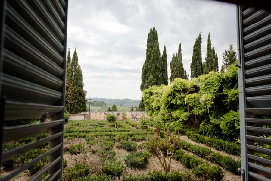 montegufoni castle italians gardens