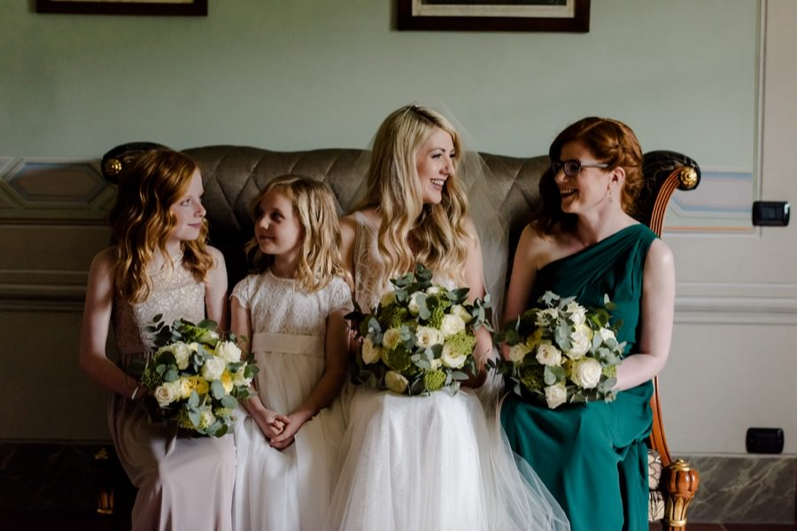 bride and bridesmaids portrait before the wedding