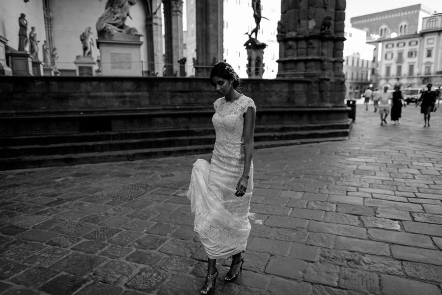 bride is walking in piazza della signoria in florence