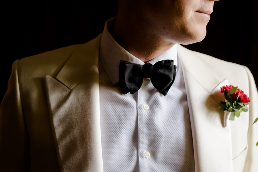 detail of the bow-tie of the groom