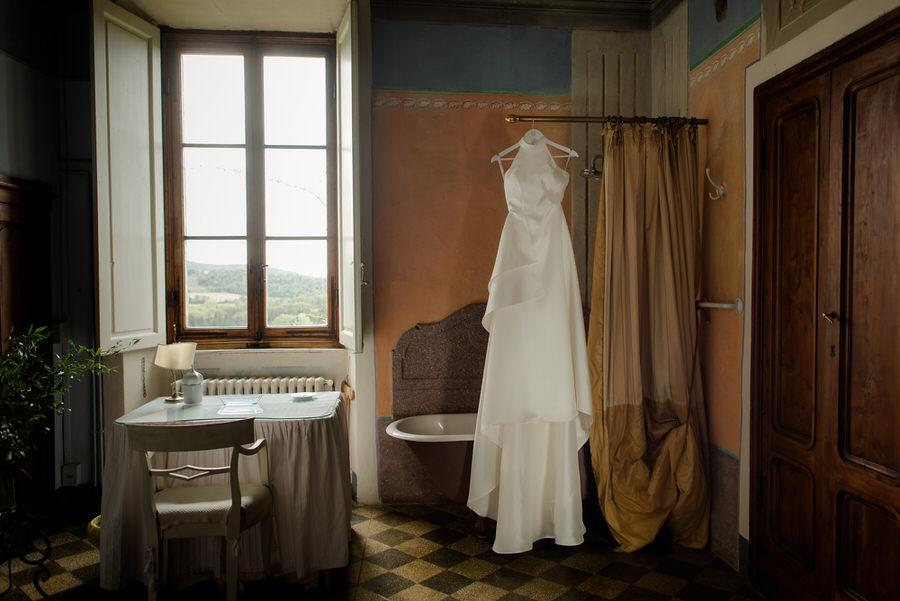 detail of bridal dress at borgo stomennano