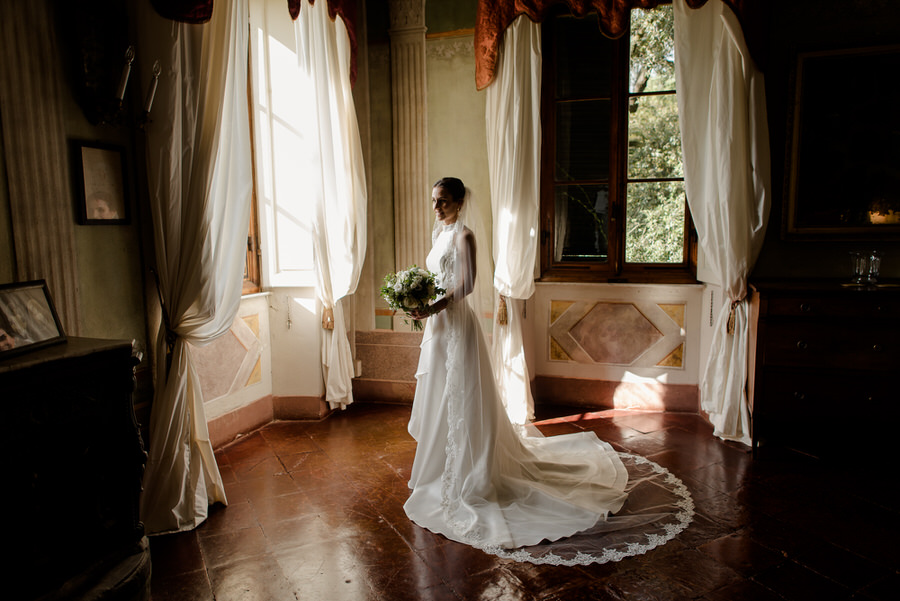 bride portrait at borgo stomennano