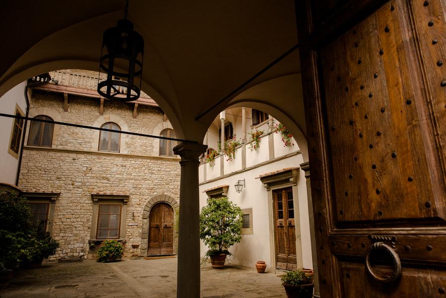 courtyard of castello di vicchiomaggio tuscany