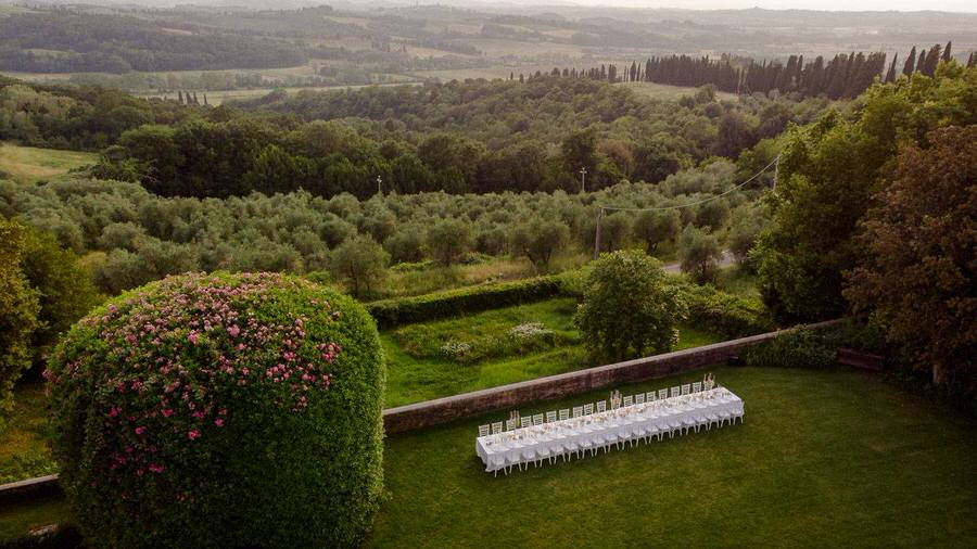 wedding table in spring in tuscany