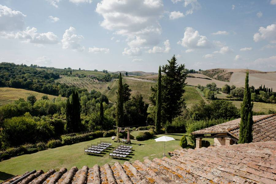 wedding ceremony spot in the middle of the tuscan landscape