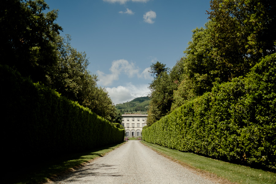 villa grabau entrance road