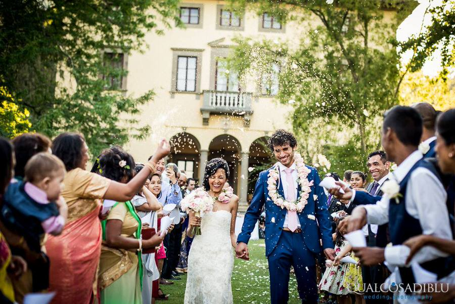 ceremony in a tuscan graden with the throw of petals