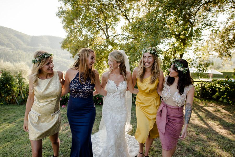 group photo wedding bride and bridesmaids