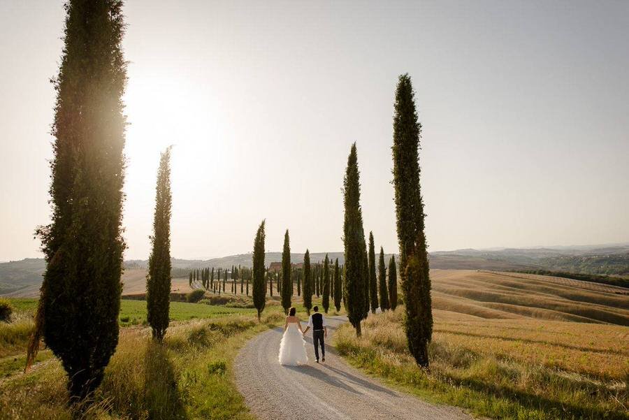 wedding couple walking in tuscany during the golden hour