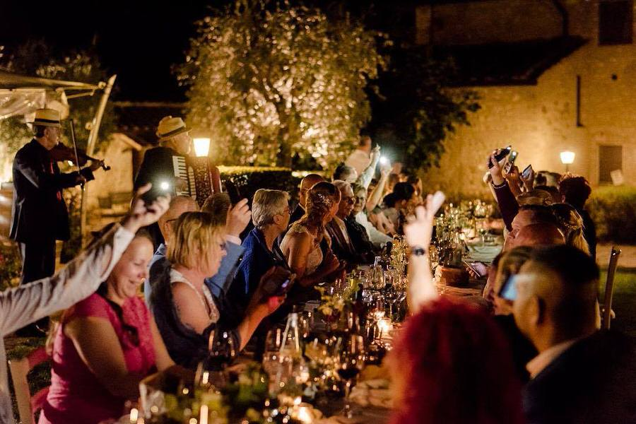 wedding dinner receipt with live music folk