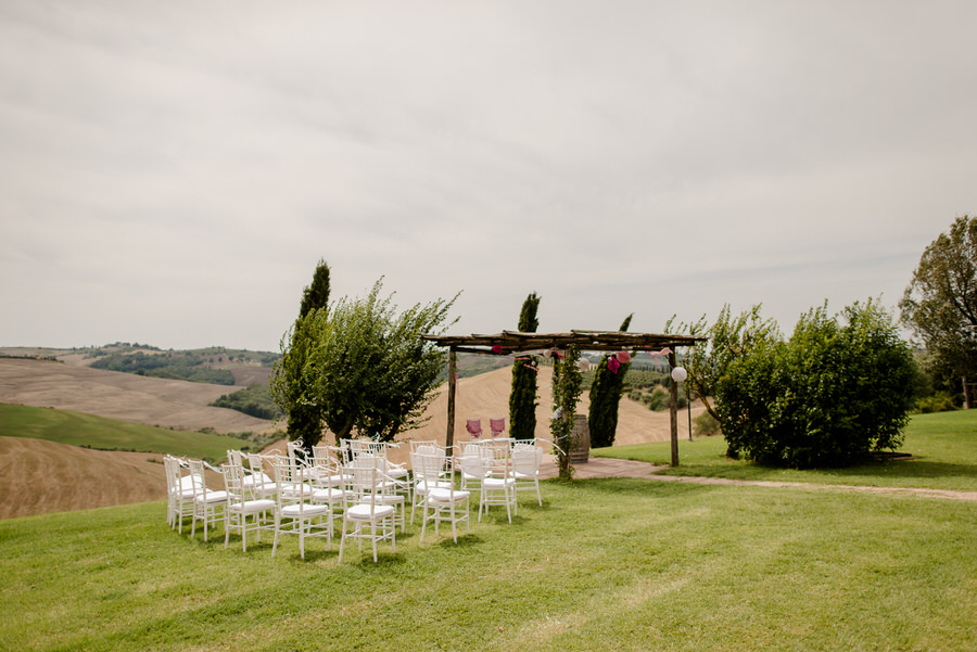 Ceremony setting at Podere Baccoleno Asciano Siena