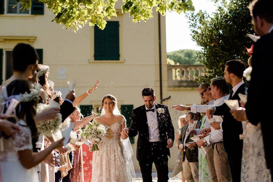throw of confetti wedding in tuscany