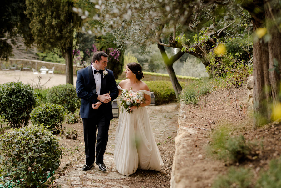A romantic wedding couple at Villa Le Fontanelle Florence