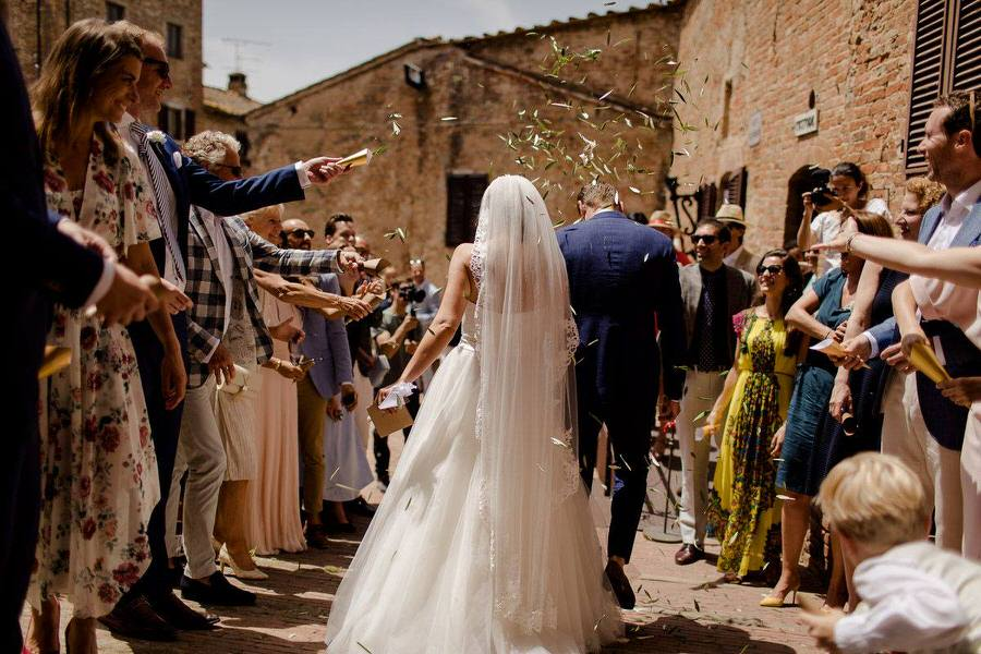 wedding couple throw olive leafs ceremony