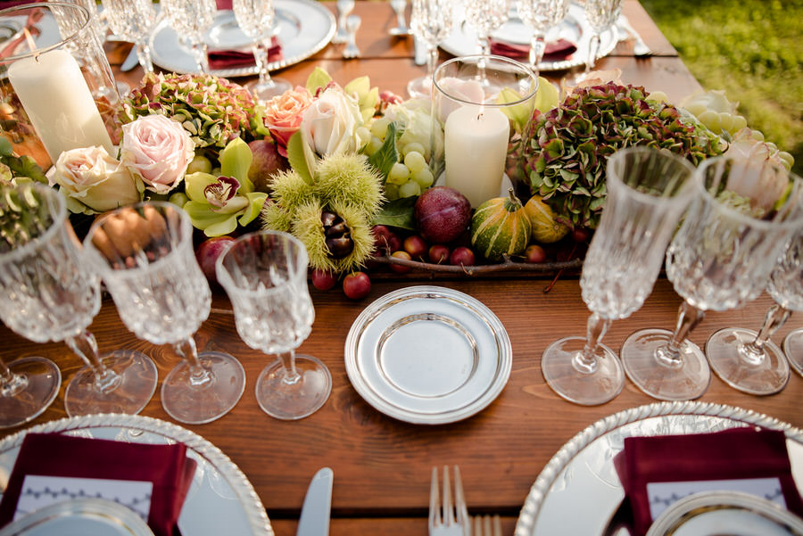 autumn decoration wedding dinner in tuscany