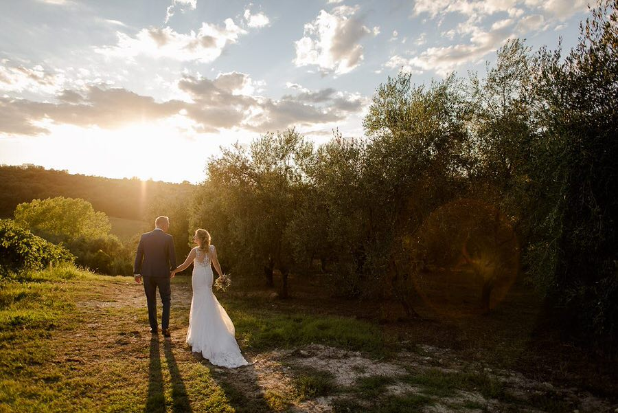 wedding couple walking tuscany golden hour