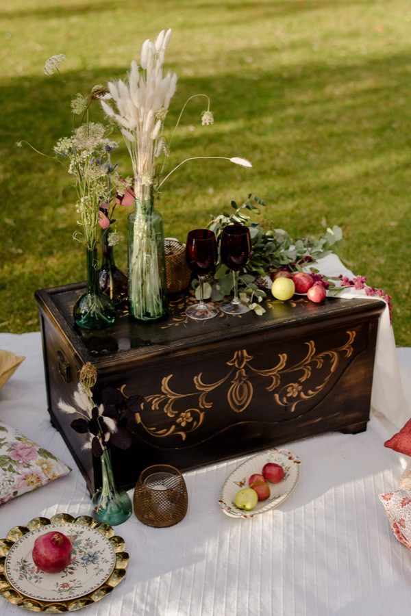 country chic pic-nic in tuscany for a wedding