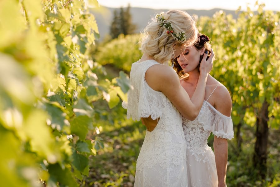 wedding couple in the wineyard