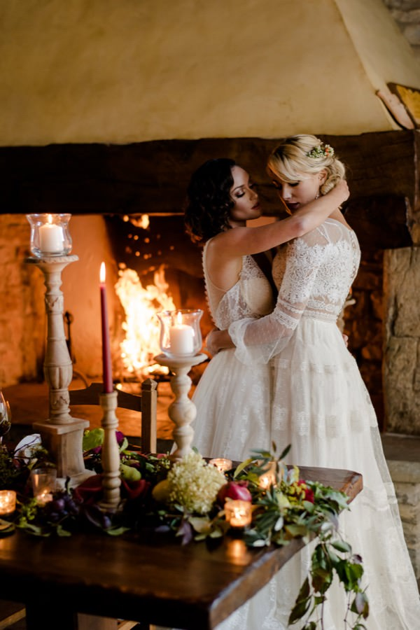 wedding couple with the fireplace in tuscany