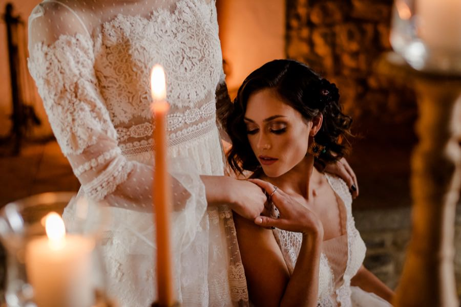 romantic atmosphere micro wedding in tuscany